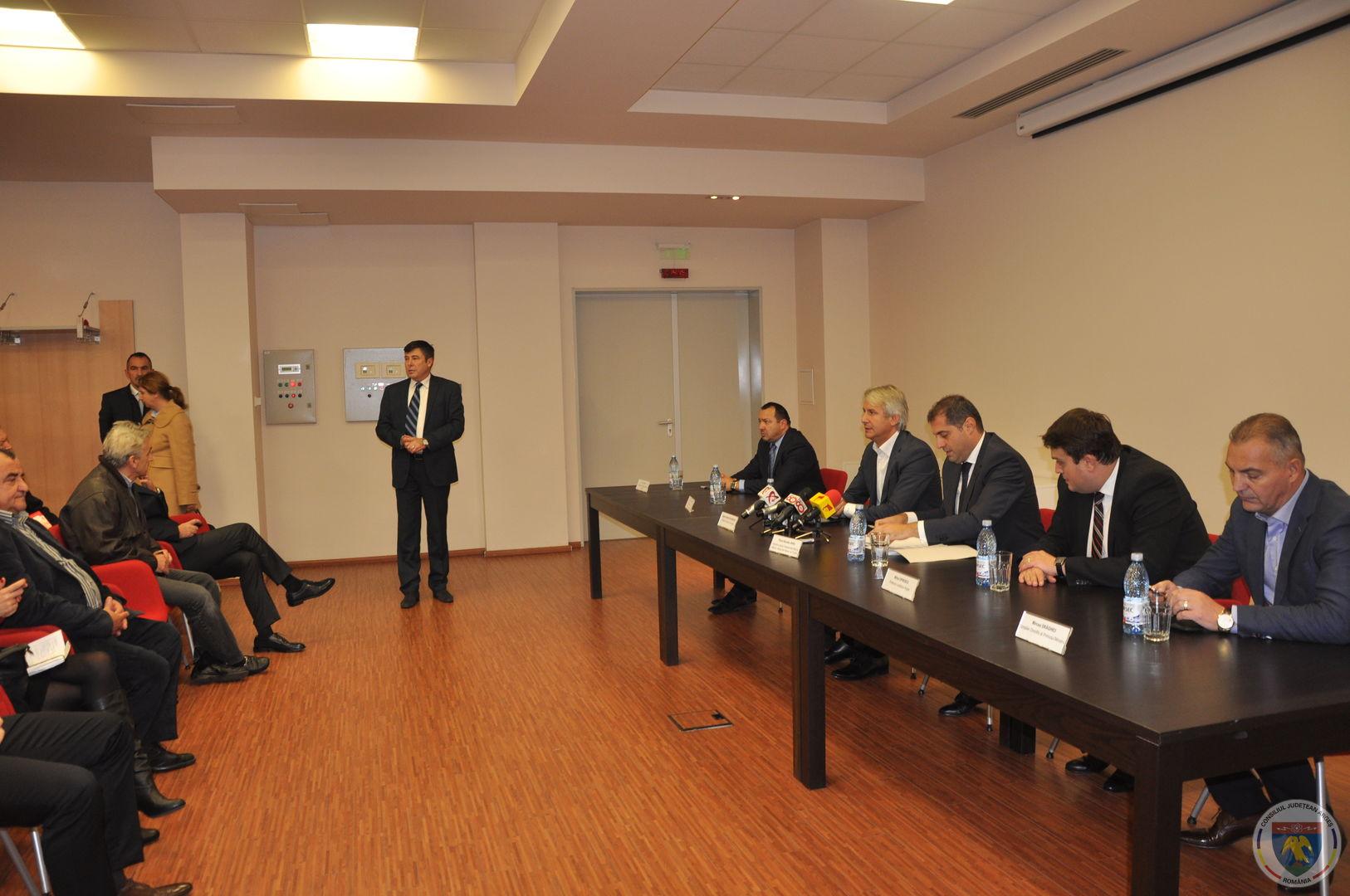Conferinta Ministrii Teodorovici & Jianu 11.11.2014 (2).JPG
