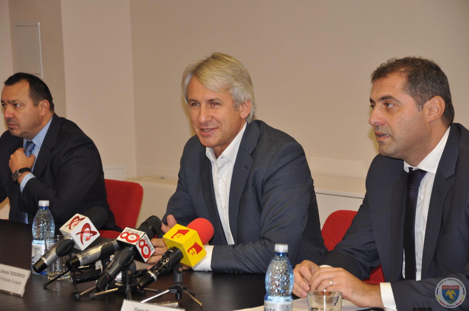 Conferinta Ministrii Teodorovici & Jianu 11.11.2014 (4).JPG