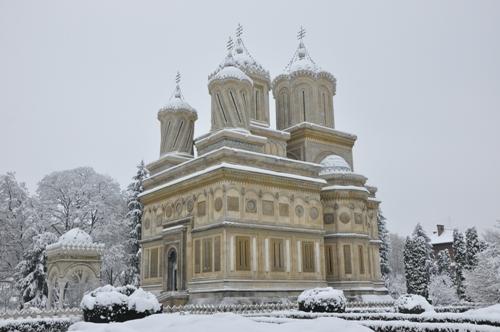 Manastirea Curtea de Arges.jpg