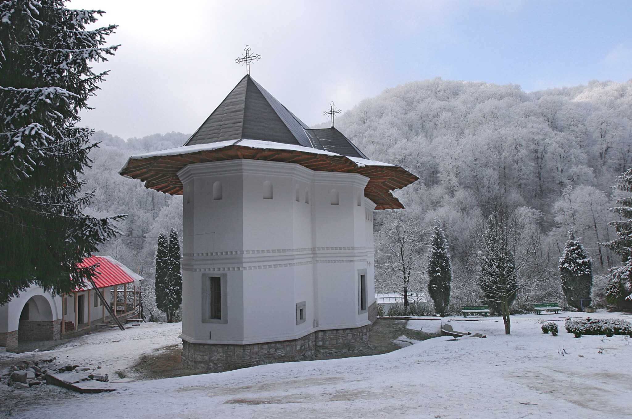 manastirea Robaia iarna (5).jpg