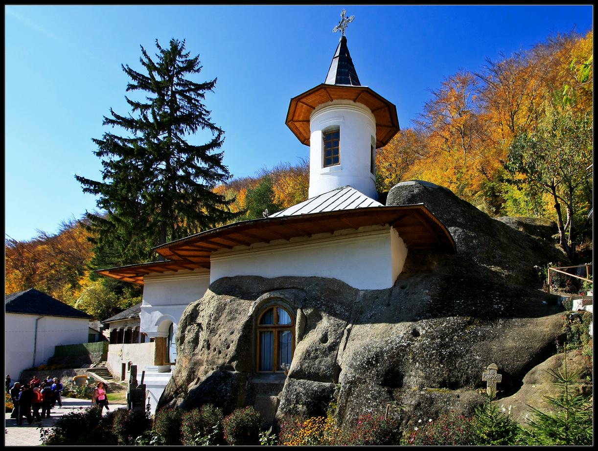 Manastirea_Namaesti_1.jpg