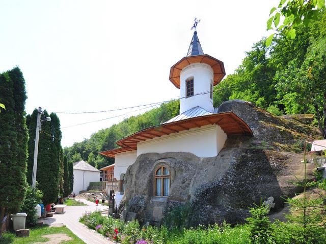 Manastirea_Namaiesti_AG.jpg