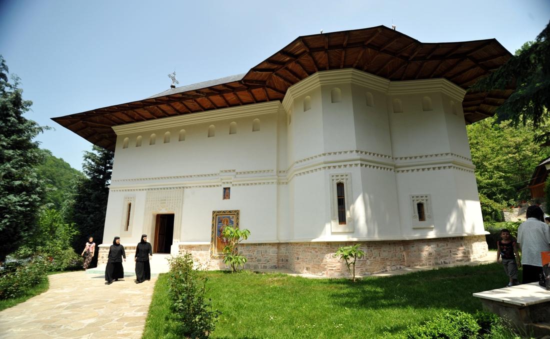 manastirea-robaia-17.jpg
