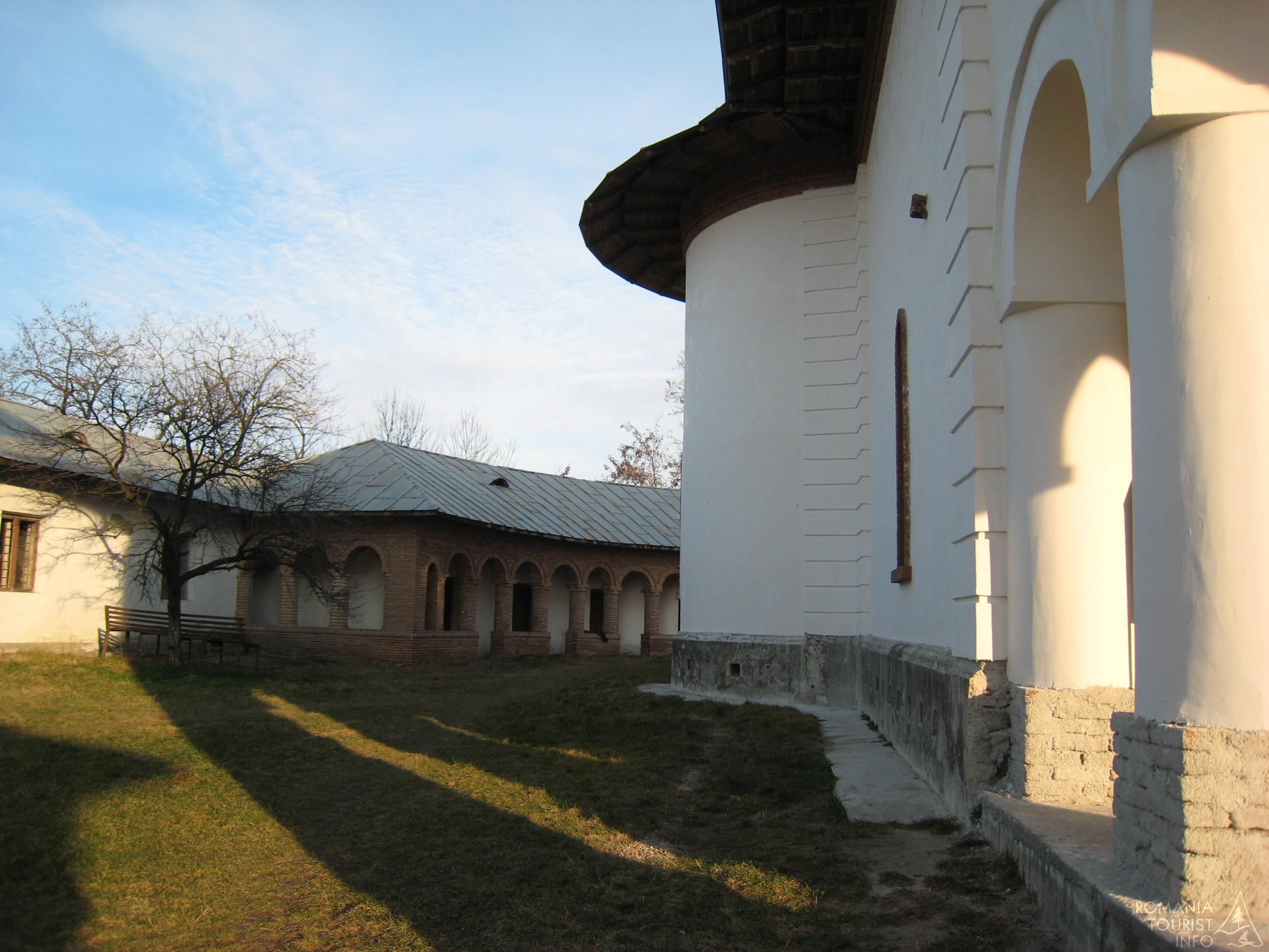 peretele-nordic-al-bisericii-manastirea-glavacioc-847u4664--fullres.jpg