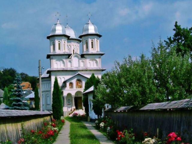 59.Arges-manastirea slanic.jpg