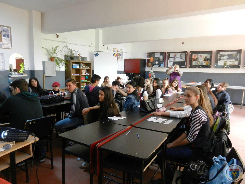 Activitate Campania globala pentru educatie.JPG