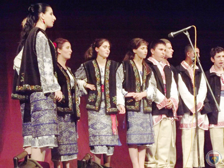 Spectacol elevi CSEI Sf. Filofteia laTeatrul Al. Davila 2014 -1.JPG