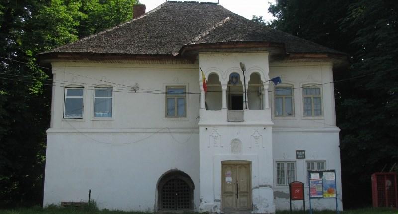 curtea boierilor Budișteanu.jpg